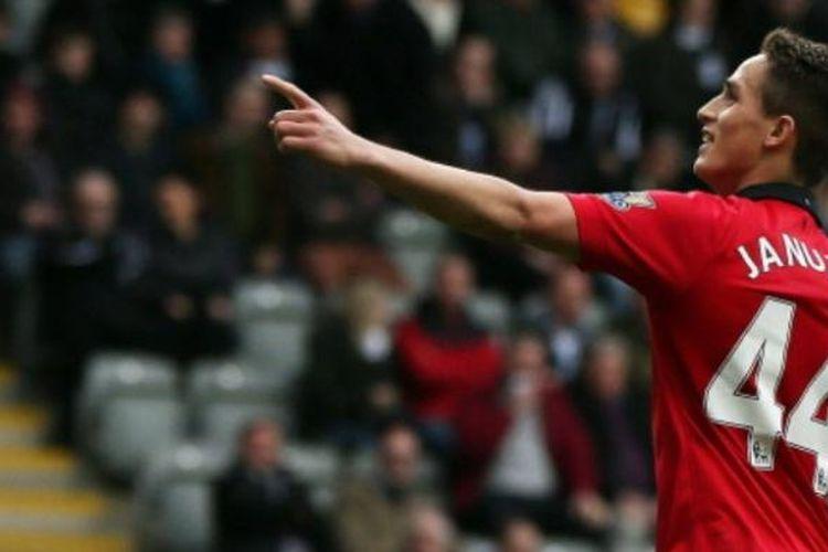 Adnan Januzaj ketika masih berkostum Manchester United. Kini, pemain asal Belgia itu sudah pindah ke Spanyol setelah dibeli Real Sociedad pada bursa transfer musim panas 2017.