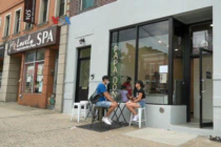Para pengunjung di Papadon di Astoria, Queens, New York.