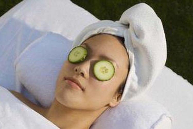 Mentimun juga bisa membantu menghilangkan kantung mata.