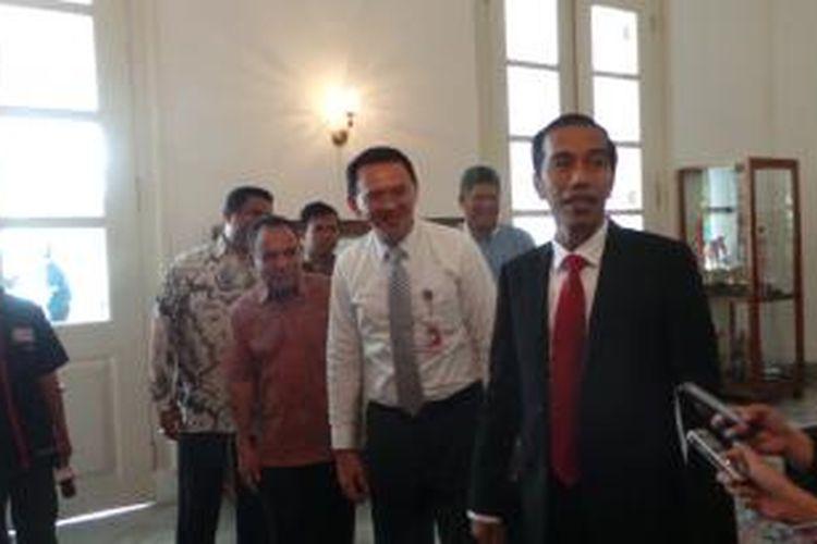 Gubernur DKI Jakarta Joko Widodo dan Wakil Gubernur DKI jakarta Basuki Tjahaja Purnama seusai melakukan pertemuan tertutup selama tiga jam, di Balaikota Jakarta, Rabu (23/7/2014).