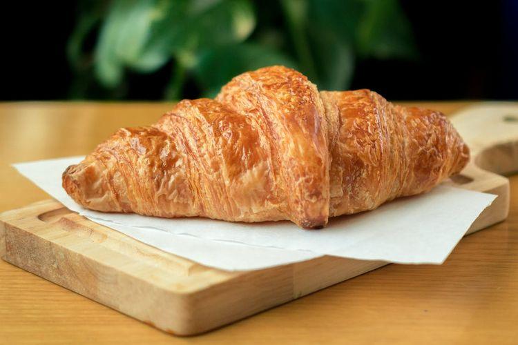 Ilustrasi croissant yang renyah.