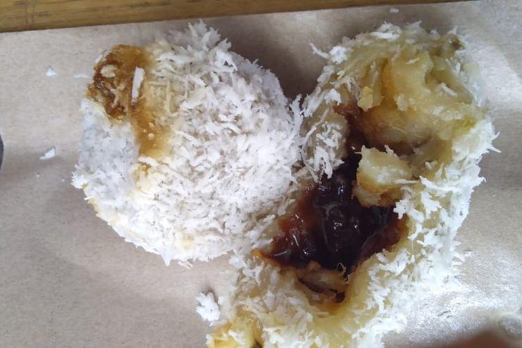 Kue Peler Bedebu merupakan kue khas Kepulauan Seribu. Kue ini terbuat dari tepung ketan, ubi rebus, gula merah, dan ampas kelapa parut.