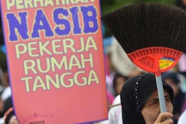 Unjuk rasa pekerja rumah tangga memperingati Hari Perempuan Internasional di Jakarta, Minggu (8/3/2015).