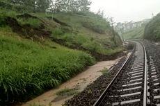 Jalur Kereta Api di Blitar Tertimbun Longsor, Perjalanan 2 KA Tertahan