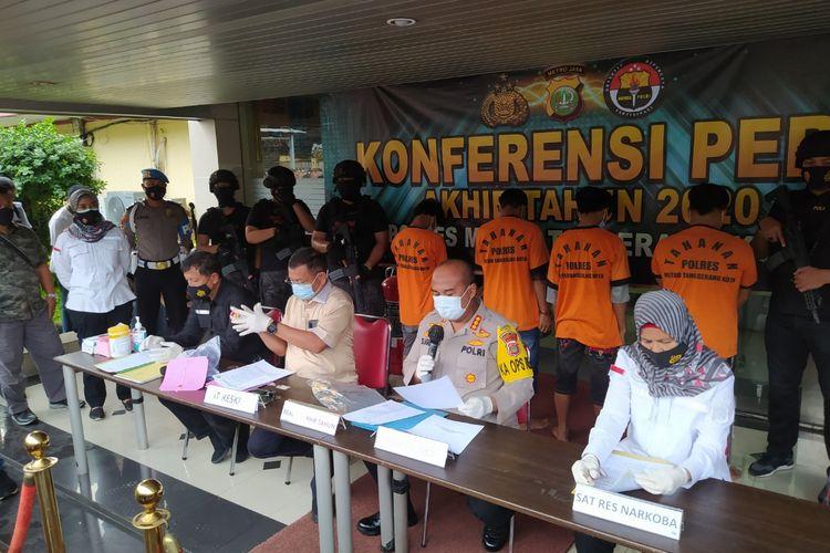 Kapolres Metro Tangerang Kota Kombes Pol Sugeng Hariyanto saat memimpin jumpa pers di Mapolres Metro Tangerang Kota, Kamis (31/12/2020).