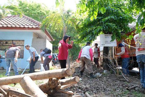 Akhir Pekan, Risma Kerja Bakti Massal dan Cek Rumah Pompa di Surabaya