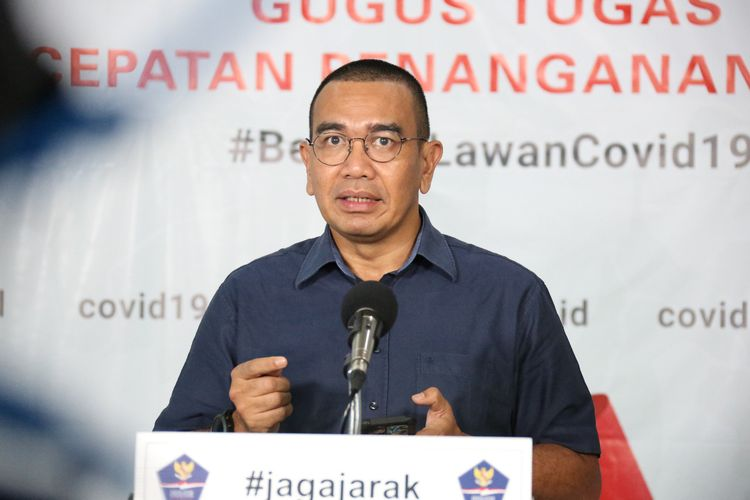 Staf Khusus Menteri BUMN Arya Sinulingga saat memberikan keterangan pers di Graha BNPB, Jakarta, Rabu (8/4/2020).