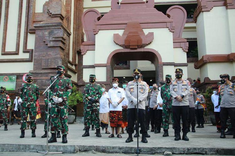 Kapolri Jenderal Listyo Sigit Prabowo bersama Panglima TNI Marsekal Hadi Tjahjanto melakukan kunjungan kerja ke Bali, Kamis (4/2/2021).