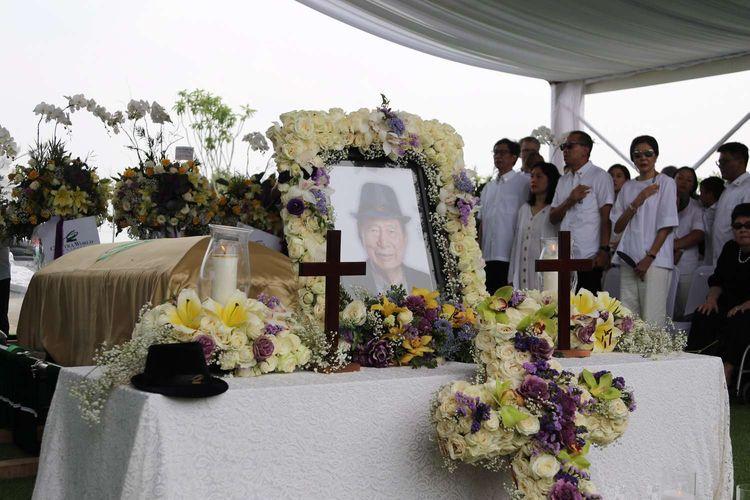 Prosesi pemakaman Dr. (HC) Ir. Ciputra di Pemakaman Keluarga di Desa Sukamaju, Jonggol, Kab. Bogor, Kamis (5/12/2019).