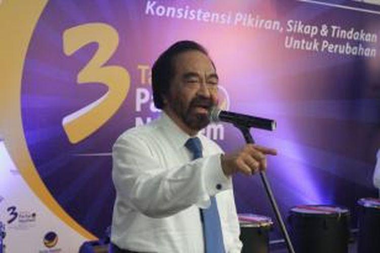 Ketua Umum Partai NasDem Surya Paloh memberikan sambutan pada acara HUT ke-3 Partai NasDem di kantor DPP Partai NasDem, Jakarta Pusat, Selasa (11/11/2014). Selain dihadiri internal Partai NasDem, acara HUT ini juga dihadiri para tokoh politik, mayoritas dari Koalisi Indonesia Hebat (KIH) seperti Plt Sekjen PDIP Hasto Kristianto, Ketua Umum PKB Muhaimin Iskandar, Ketua Umum PPP Romahurmuziy, dan Ketua Umum PKPI, Sutiyoso. TRIBUNNEWS/HERUDIN
