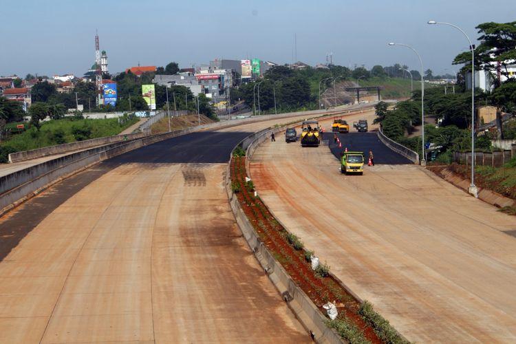 Proyek pembangunan Tol Cijago II, di Jalan Juanda, Kota Depok, Jawa Barat, Sabtu (24/02/2018). Proyek tersebut menghubungkan Tol Jagorawi menuju Cinere. Tol Cijago sudah beroperasi dari Tol Jagorawi sampai Simpang Juanda Depok, dan dilanjutkan pemangunannya dari Simpang Juanda hingga Jalan Margonda Raya Depok.