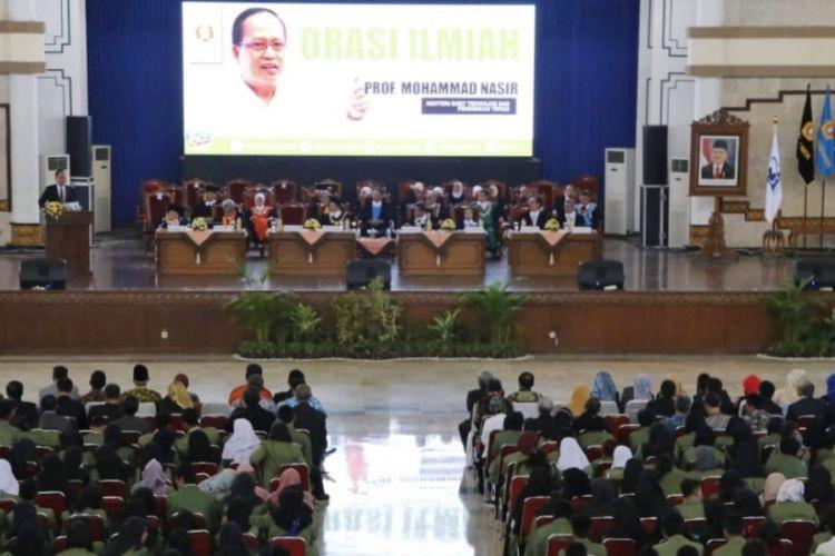 Dalam rangka Dies Natalis UPN Veteran Yogyakarta ke-60, Menritekdikti Mohamad Nasir memberikan orasi ilmiah bertema ?Penguatan Karakter Bela Negara Menghadapi Revolusi Industri 4.0?.