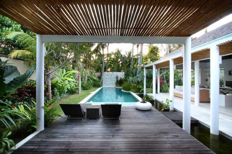 Halaman belakang yang asyik dilengkapi pergola bambu karya OG Architects
