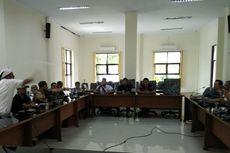 Audiensi soal Kasus Korupsi, Wakil Ketua DPRD Kota Tasik Dilempar Botol oleh Warga