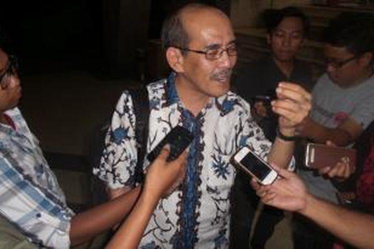 Mantan Ketua Tim Reformasi Tata Kelola Migas Faisal Basri saat mendatangi Bareskrim Polri, Kamis (21/5/2015).