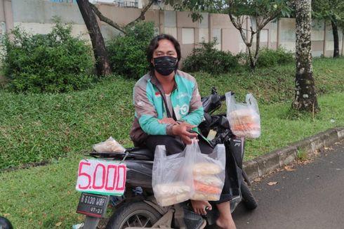 Lawan Dampak Pandemi, Pengemudi Ojol Ini Tunggu Order Sambil Jualan
