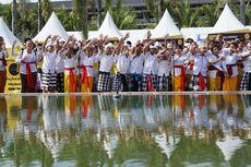 Bocah-bocah Berbaju Adat Bali di Tengah Keriaan Maybank Marathon...