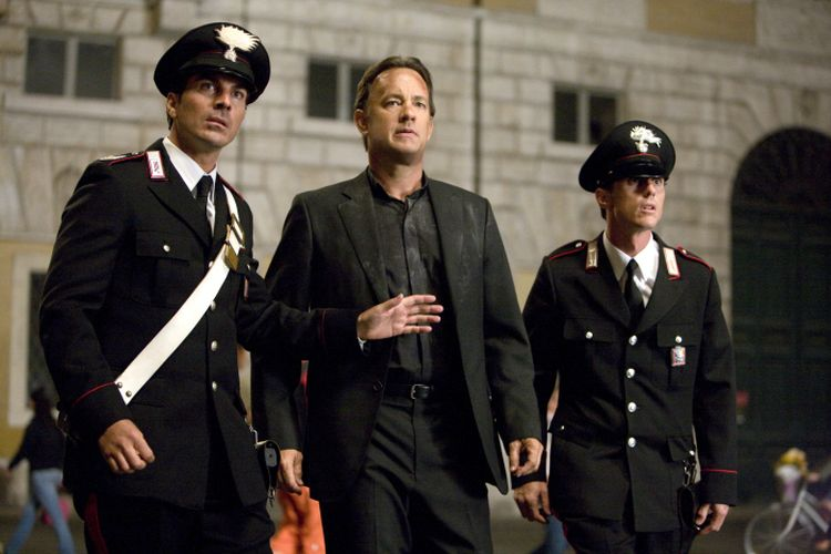 Tom Hanks berperan sebagai Robert Langdon, dalam film thriller Angels and Demons.