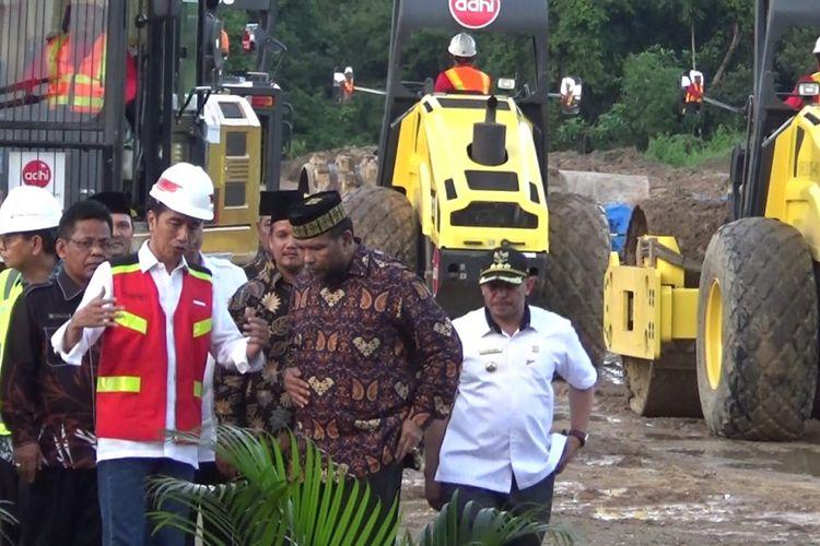 Presiden Joko Widodo meresmikan dimulainya pembangunan jalan tol di Aceh. Untuk tahap pertama, jalan tol dibangun dengan rute Banda Aceh-Sigli dengan panjang 74 kilometer.