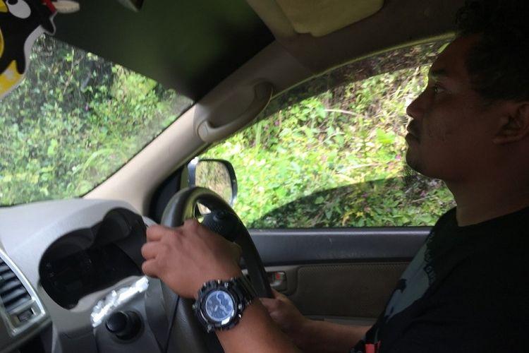Bang Yos, supir angkutan Manokwari - Pegunungan Arfak asal Makassar.