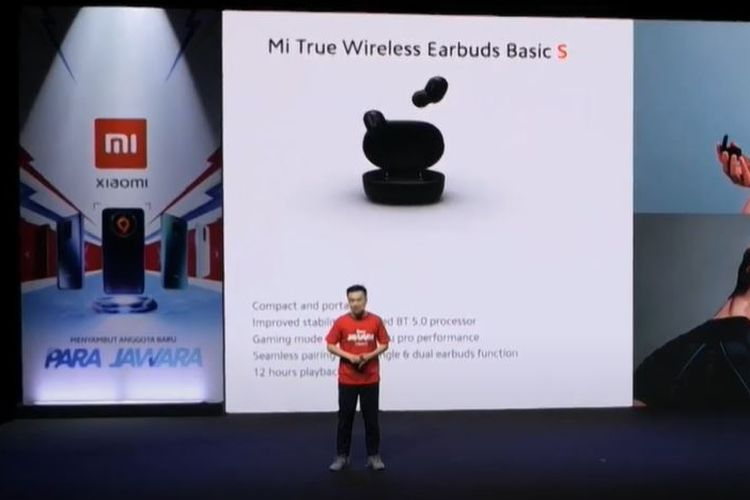 Country Director Xiaomi Indonesia, Alvin Tse, meresmikan Mi True Wireless Earbuds Basic S di Indonesia.