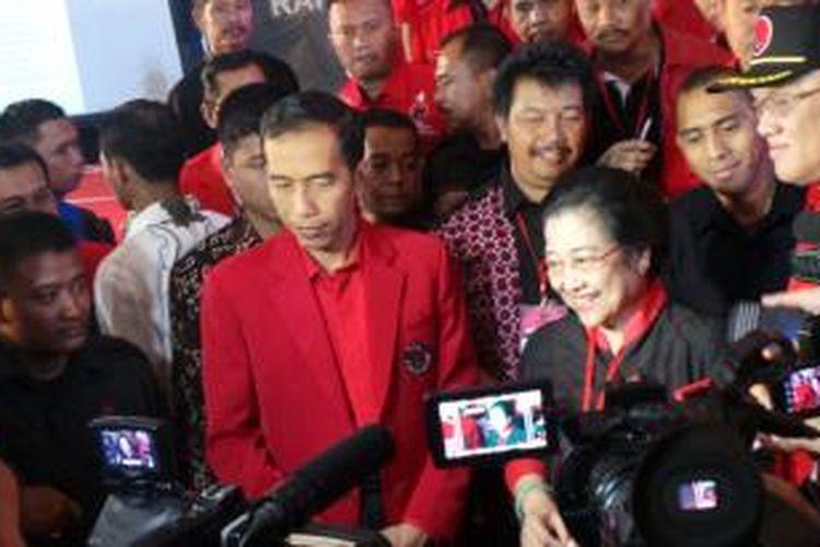 Presiden terpilih Joko Widodo bersama Ketua Umum DPP PDI Perjuangan Megawati Soekarnoputri di sela-sela Rakernas IV PDI-P, di Semarang, Jawa Tengah, Sabtu (20/9/2014).