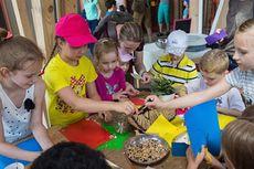 Anak-anak Moskwa Berkebun dan Menghasilkan Makanannya Sendiri