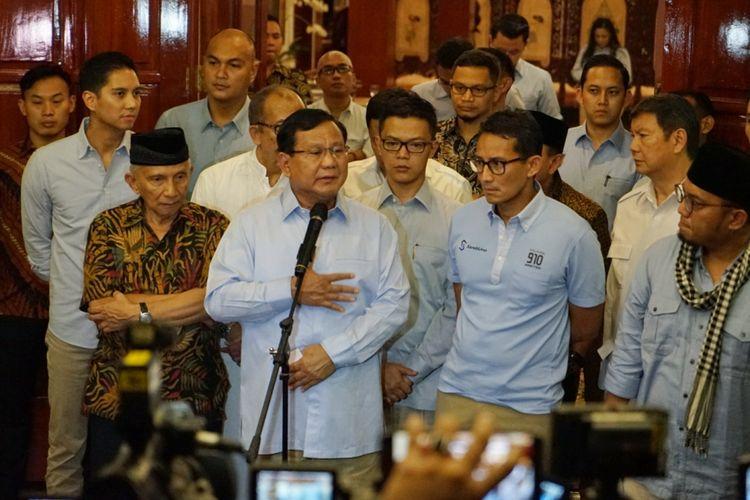 Calon presiden Prabowo Subianto saat menggelar konferensi pers terkait kebohongan Ratna Sarumpaet, di kediaman pribadinya, Jalan Kertanegara, Jakarta Selatan, Rabu (3/10/2018) malam.