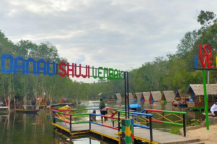 1. Patung Prajurit Jepang didirikan di Danau Shuji untuk mengenang lokasi tersebut sebagai bekas lokasi dapur umum jentara Jepang 2. Danau Shuji dilihat dari bagian depan 3. Pondok yang tersedia di Danau Shuji 4. Papan nama Danau Shuji