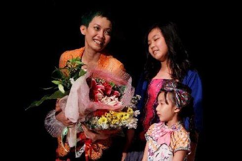 Para Ibu Tak Rela Anak Gadisnya Dites Keperawanan