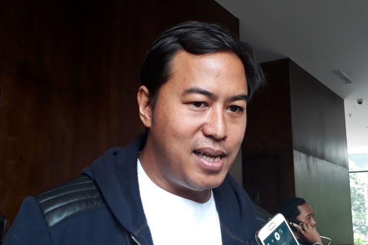 Pandji Pragiwaksono, salah satu juri Stand Up Comedy Indonesia 7 diabadikan dalam jumpa pers SUCI 7 Magical 7 di Wyls Kitchen Veranda Hotel at Pakubuwono, Jakarta Selatan, Kamis (23/3/2017).
