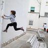 Kegembiraan Anak-anak Spanyol Keluar Rumah Setelah 6 Pekan Lockdown