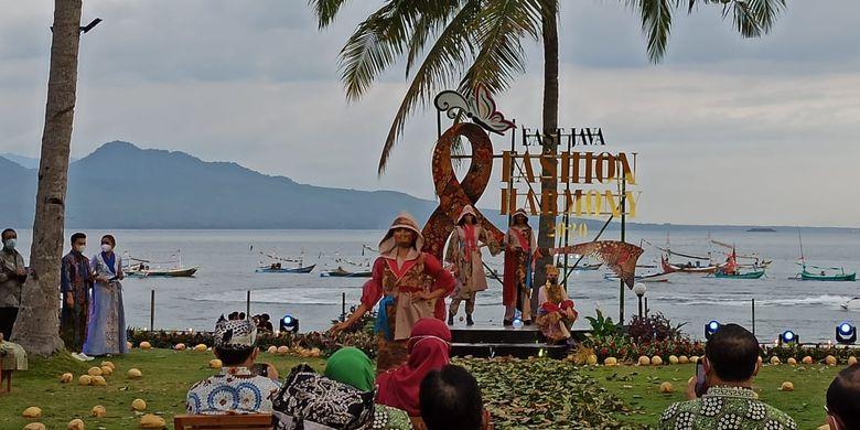 Kegiatan East Java fashion Harmony di pantai selong Banyuwangi Sabtu (14/11/2020
