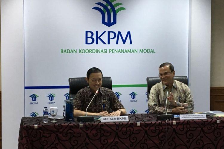 Kepala Badan Koordinasi Penanaman Modal (BKPM) Thomas Trikasih Lembong bersama Deputi Bidang Pengendalian Pelaksanaan Penanaman Modal BKPM Azhar Lubis saat konferensi pers realisasi investasi kuartal I 2018 di gedung BKPM, Jakarta Pusat, Senin (30/4/2018).