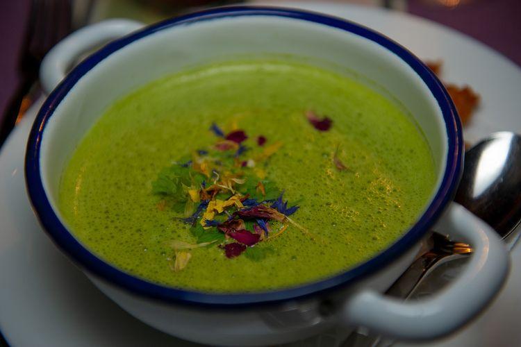 ilustrasi sup krim bayam.