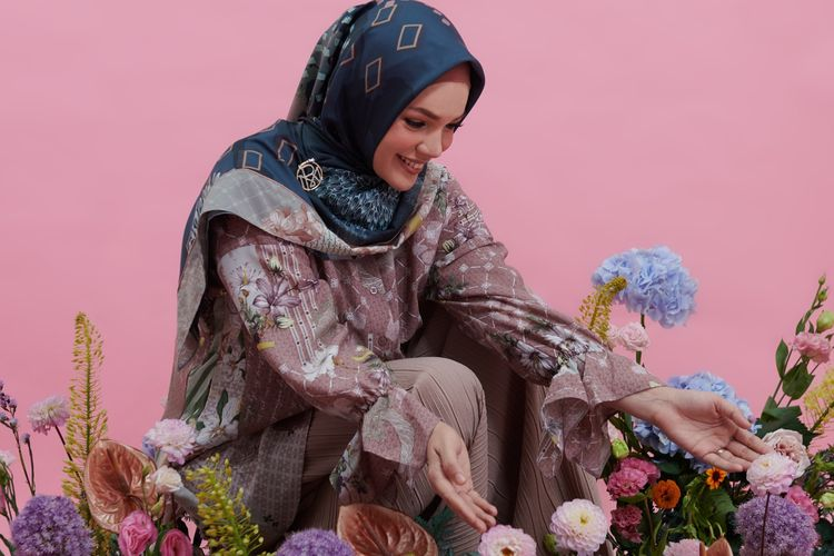 Elea, koleksi musim gugur 2020 Ria Miranda yang berkolaborasi dengan Dewi Sandra.