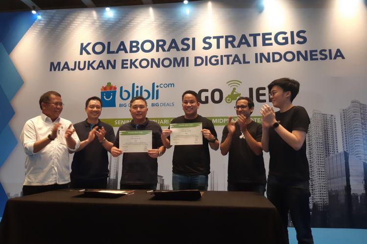 Menkominfo Rudiantara (kiri) bersama perwakilan grup Djarum dan Go-Jek, Senin (12/2/2018).