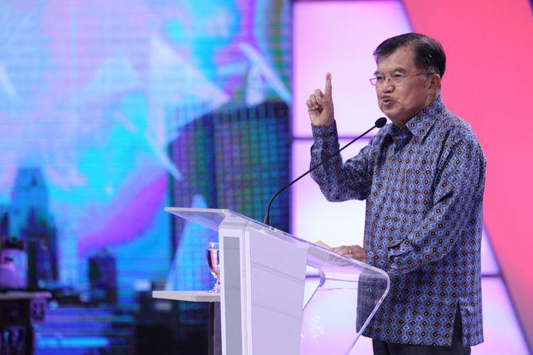 Wakil Presiden Jusuf Kalla memberikan sambutan saat acara peresmian Menara Kompas, gedung baru Kompas Gramedia, di Palmerah, Jakarta Pusat, Kamis (26/4/2018). Peresmian Menara Kompas ditandai dengan pengetikan kata Kompas menggunakan mesin ketik bersejarah oleh Wapres.