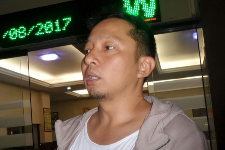 Artis peran Ringgo Agus Rahman usai menjenguk Tora Sudiro di Polres Metro Jakarta Selatan, Jumat (4/8/2017).