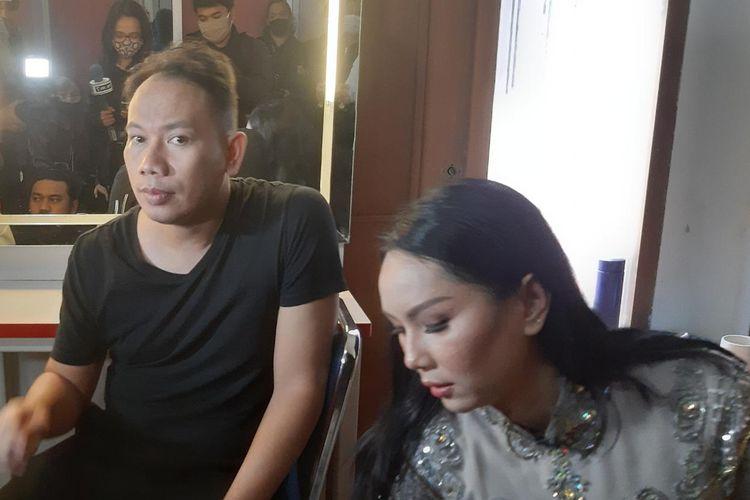 Vicky Prasetyo dan Kalina Ocktaranny saat ditemui di kawasan Tendean, Jakarta Selatan, Senin (23/11/2020).