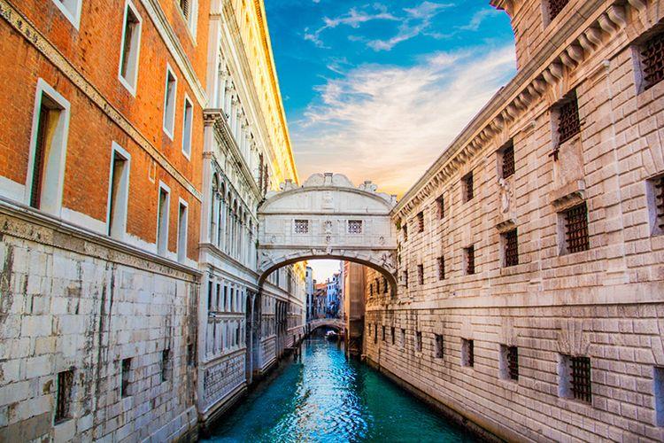 Bridge of Sight atau Jembatan Desah di Venesia