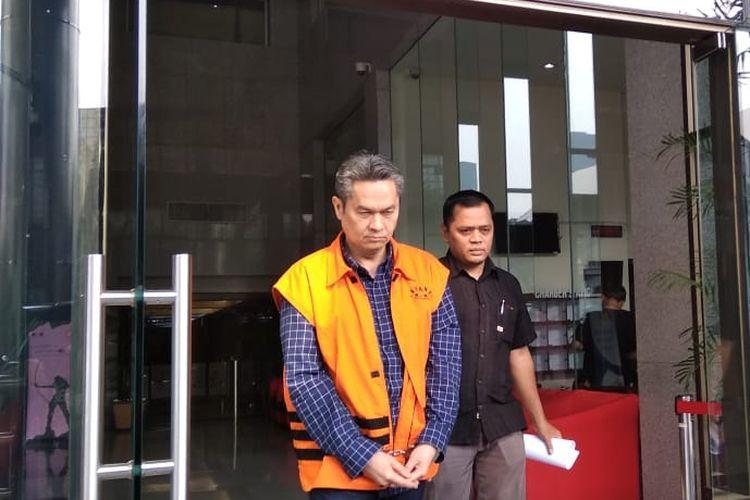 Komisi Pemberantasan Korupsi (KPK) memperpanjang masa penahanan terhadap mantan Direktur Keuangan PT Angkasa Pura II Andra Yastrialsyah Agussalam.