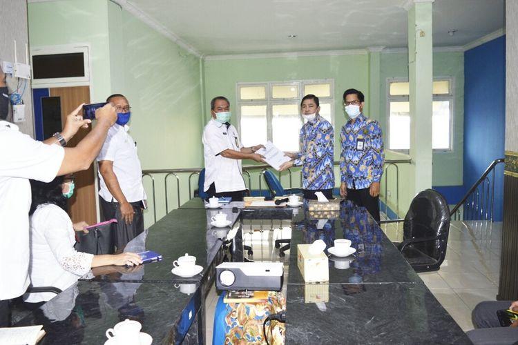 Ombudsman Sumsel menyerahkan hasil Laporan Akhir Hasil Pemeriksaan (LAHP) Pemeriksaan dan Investigasi kasus pemberhentian 109 nakes di RSUD Ogan Ilir 20 Mei lalu.