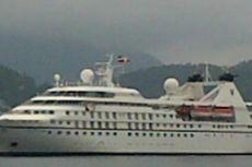 Kapal Pesiar Mewah Berbendera Bermuda Bersandar di Sabang