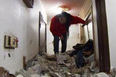 Rumah Wanita Ini Dipenuhi Sampah Setinggi Pinggang