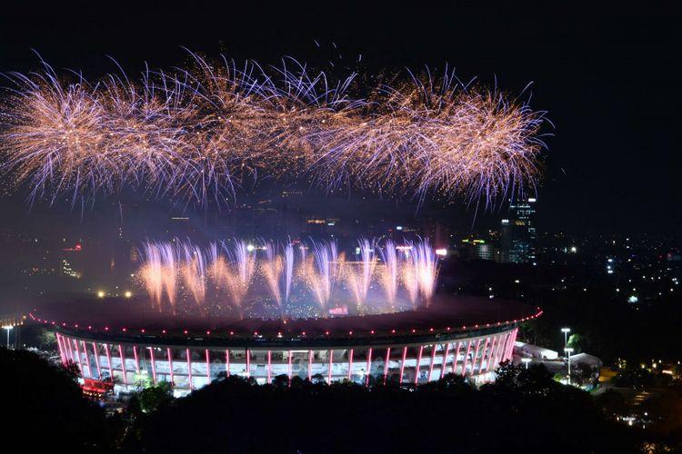 Pesta kembang api menyemarakkan Upacara Pembukaan Asian Games ke-18 Tahun 2018 di Stadion Utama Gelora Bung Karno, Senayan, Jakarta, Sabtu (18/8). INASGOC/Widodo S Jusuf/hp/18.