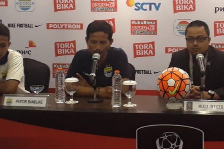 Pelatih Persib Bandung, Djadjang Nurdjaman, memberikan keterang pers jelang laga perebutan posisi ketiga Piala Presiden 2017.