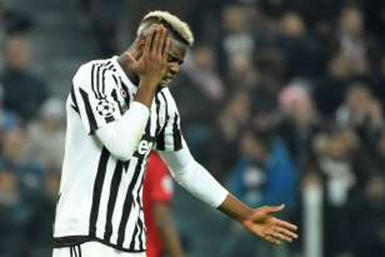 Ekspresi gelandang Juventus, Paul Pogba, saat melawan Bayern Muenchen pada leg pertama babak 16 besar Liga Champions di Juventus Stadium, Selasa (23/2/2016).