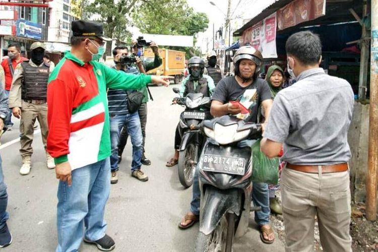 """""""Siapapun yang berada di Kota Medan wajib mengenakan masker... kata Plt Wali Kota Medan Akhyar Nasution, Sabtu (2/5/2020)"""
