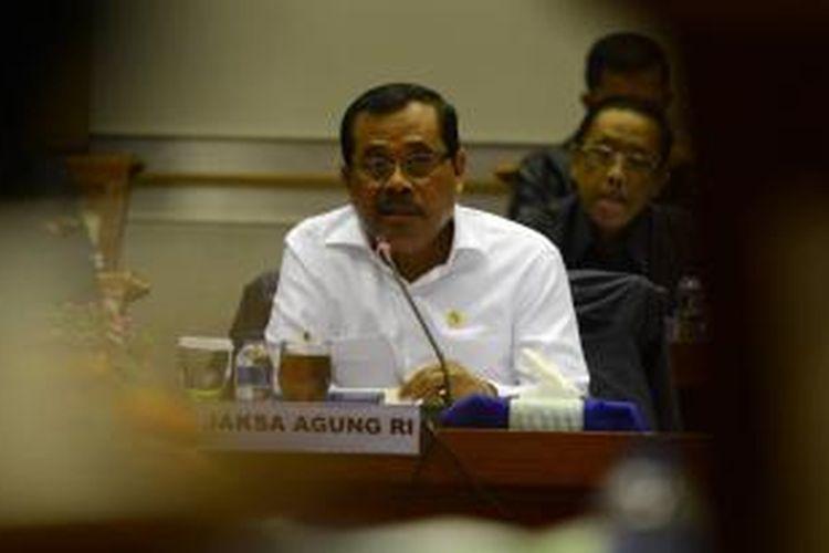 Penjelasan Jaksa Agung - Jaksa Agung, HM Prasetyo, memberi penjelasan terkait eksekusi hukuman mati saat rapat kerja dengan Komisi III DPR di Kompleks Parlemen, Jakarta, Rabu (28/1). Jaksa Agung juga menjelaskan bahwa eksekusi hukuman mati terhadap terpidana kasus narkoba tahap berikutnya akan segera dilakukan.